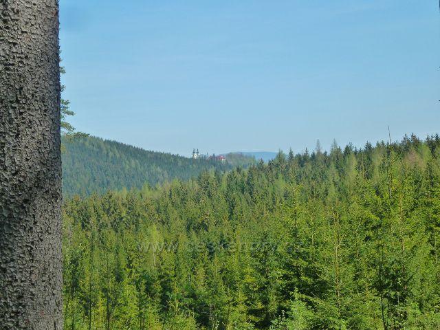 Pohled ke klášteru Hedeč na Hoře Matky Boží
