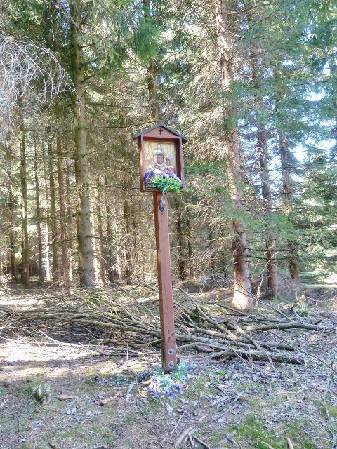 Horní Orlice - obrázek Panny Marie Sněžné na okraji lesa u lavičky na úpatí Jeřábu