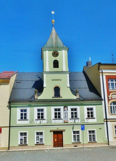Králíky - budova staré radnice na Velkém náměstí je sídlem Městského muzea