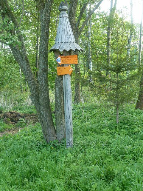 Lyžařský rozcestník na okraji obce Podlesí