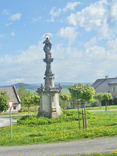 Podlesí - socha Panny Marie Immaculaty u bývalé radnice