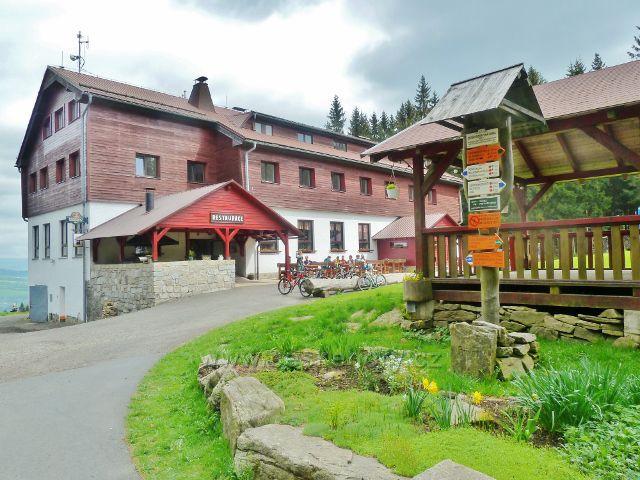 """Podlesí - turistický rozcestník""""Severomoravská chata, 850 m.n.m."""""""