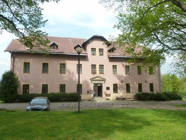 Dolní Hedeč - Poutní Dům v areálu kláštera na Hedeči