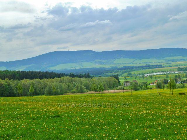 Králíky - pohled z úpatí Mariánské Hory k Suchému vrchu