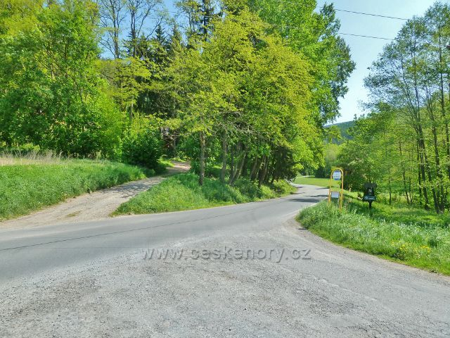 Nový Malín - rozcestí s autobusovou zastávkou Hraběšický potok