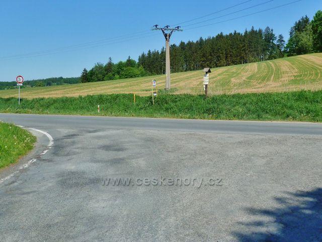 """Nový Malín - turistický rozcestník """"Hraběšický potok(bus), 370 m.n.m."""""""