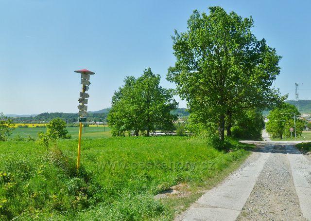 """Vikýřovice - turistický rozcestník """"Černá pole, 354 m.n.m."""""""