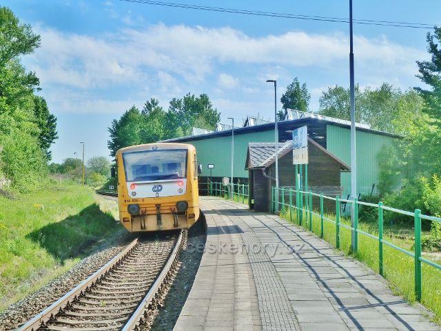 Železniční stanice Česká Ves-bazén
