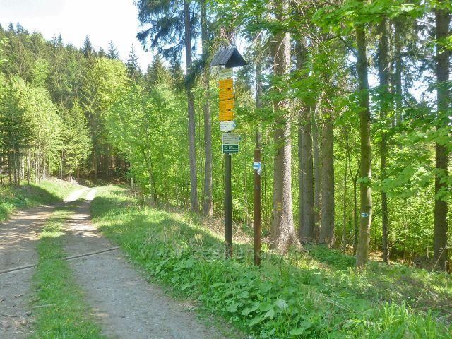 "Česká Ves - turistický rozcestník"" Nad pramenem Johann Petr, 670 m.n.m."""