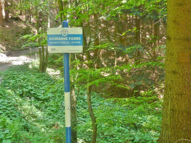 Česká Ves - jihozápadní úbočí Jehlanu je v podstatě jedno velké ochranné vodní pásmo