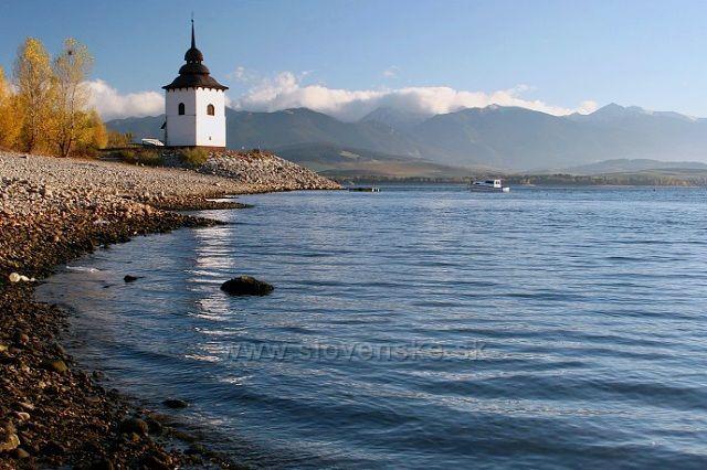 kostelík u břehu