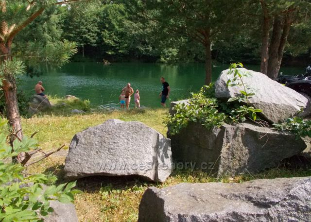 Zatopený lom u Švihova