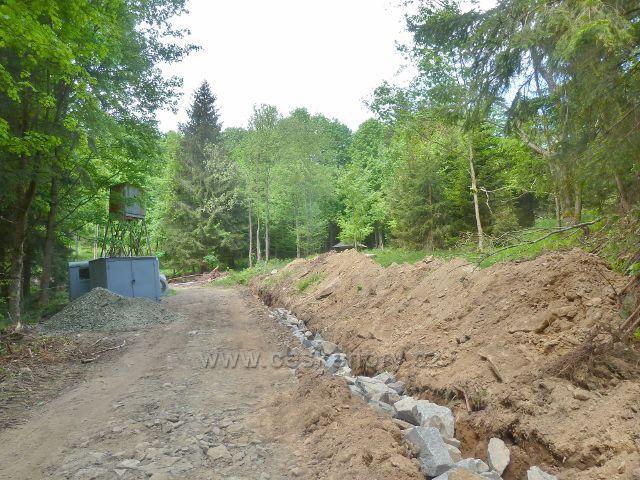 Vodohospodářská úprava lesní cesty po červené TZ v údolí Losinky