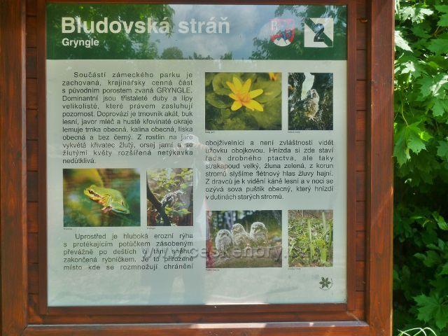 """Bludov - detail tabule NS Bludovská stráň č.8 """"Gryngle"""" umístěná na konci zámeckého parku"""