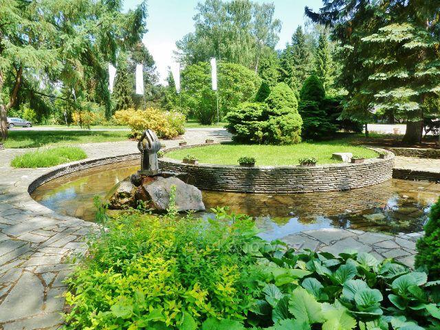 Bludov - vodní fontána před lázeňskou budovou
