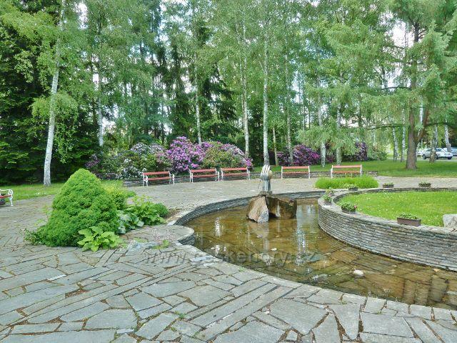 Bludov - vodní fontána před hlavní lázeňskou budovou