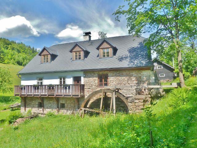 České Petrovice - mlýn na svrchní vodu v údolí potoka Orlička