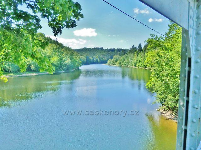 Pastviny - pohled na přehradu z mostu Kraví skok