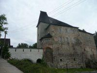 vodní kamenný hrad