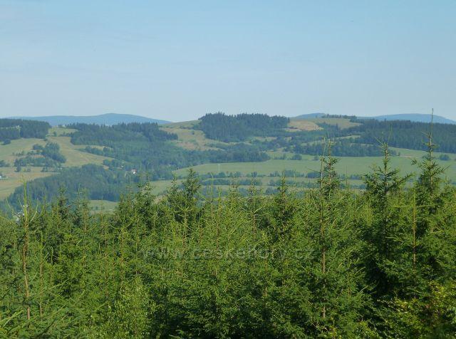 Mladkov - pohled na Přední (722 m.n.m.) a Zadní (712 m.n.m.) hraniční vrch nad Lichkovem