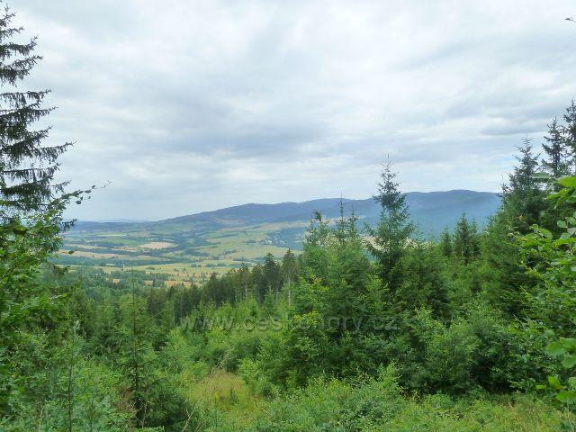 Malá Morava - pohled ze silničky k Severomoravské chatě do podhůří masivu Králického Sněžníku