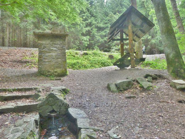 Malá Morava - areál pramene Rudolf (Grabnerův pramen)