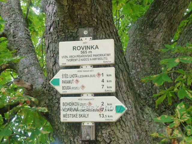 """Bohdíkov - turistický rozcestník """"Rovinka"""" nad Štědrákovo Lhotou"""