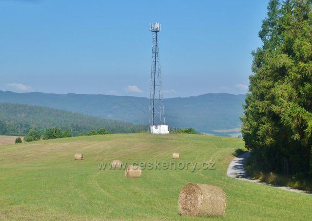 Písařov - telekomunikační věž na vrcholu Hřebínku (725 m.n.m.)