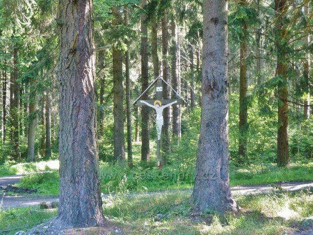 """Písařov - dřevěný kříž na rozcestí """"Čečel, silnice"""""""