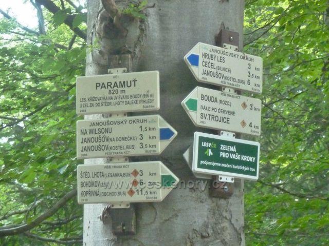 """Malá Morava - turistický rozcestník """"Paramuť, 820 m.n.m."""""""
