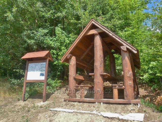Štědrákova Lhota - nový turistický přístřešek na okraji u výhledového místa a trasy po zelené TZ do Štědrákovy Lhoty
