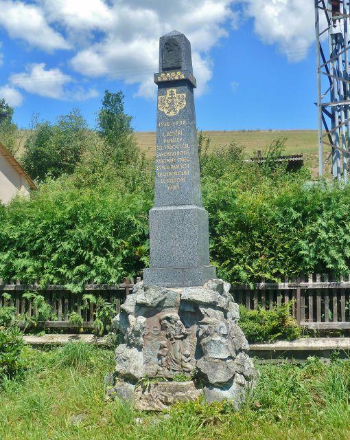 Hostice - památník obětem I.světové války vedle Obecního domu