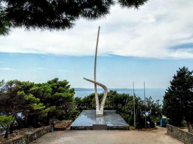 Památník-zlomené racčí křídlo