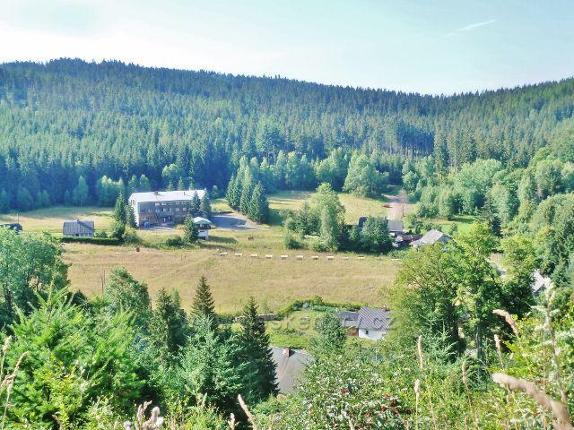 Horní Orlice - pohled z Hraběcí cesty na areál bývalého hotelu a kempu Alfa