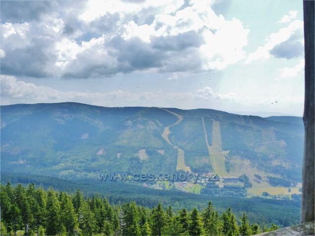 Dolní Morava - pohled z rozhledny Klepáč na relax a sport resort Dolní Morava  na úbočí Slamníku