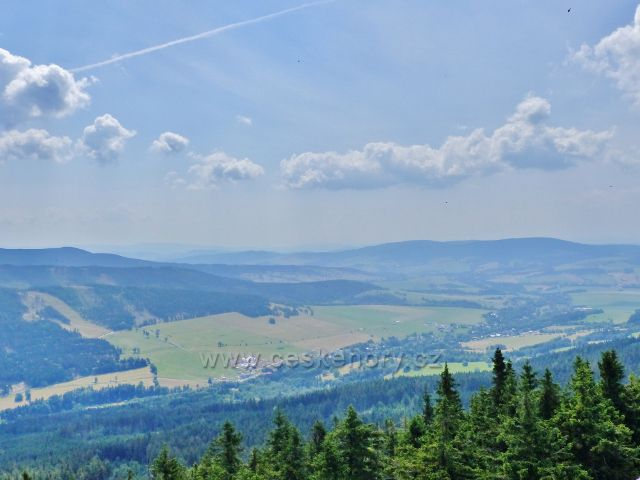 Dolní Morava - pohled z rozhledny Klepáč k Suchému vrchu