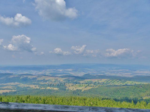 Dolní Morava - pohled z rozhledny Klepáč do Polska k Bystřickým horám