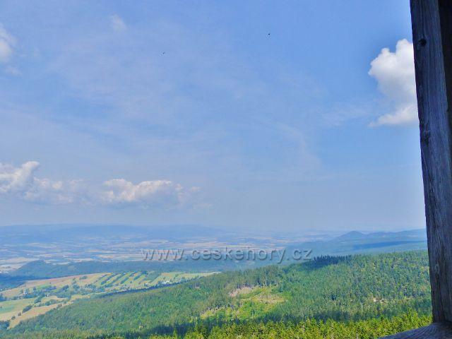 Dolní Morava - pohled z rozhledny Klepáč do Polska směrem k Bystřickým horám