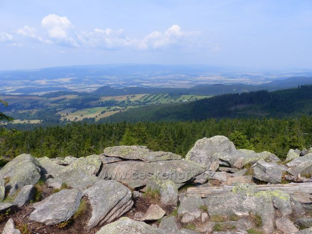 Dolní Morava - výhledové místo pod rozhlednou Klepáč poskytuje široký výhled do Polska
