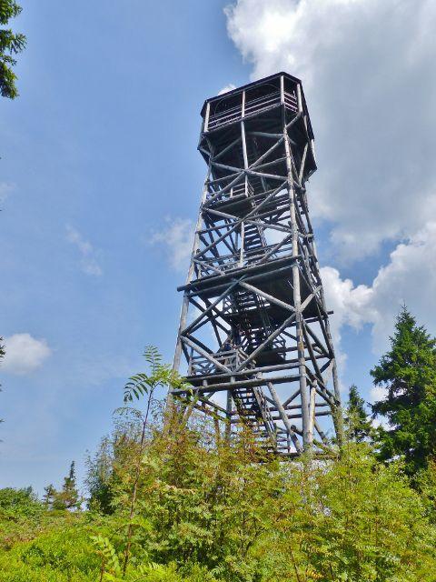 Dolní Morava - pohled na rozhlednu Klepáč, vystavěnou v roce 2009, z polské strany