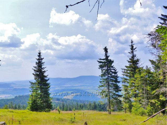 Dolní Morava - pohled z úbočí Klepého k Suchému vrchu