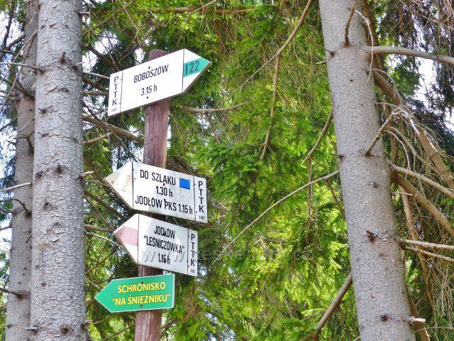 Dolní Morava - polský turistický rozcestník v sedle pod Jelením vrchem u bývalého hraničního přechodu
