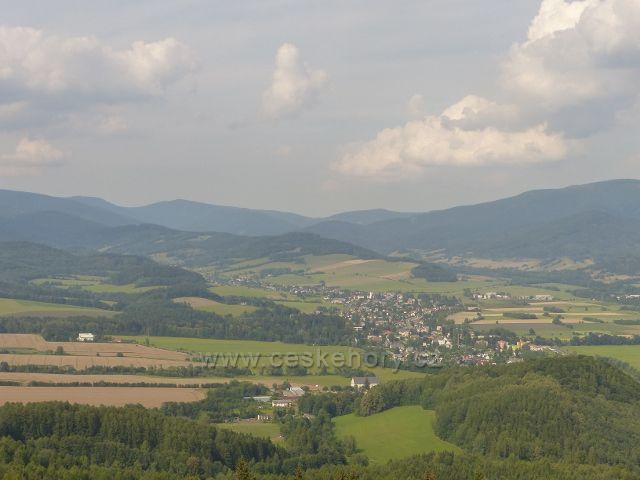 Rapotín - pohled z Bukovky na Velké Losiny a pásmo Jeseníků
