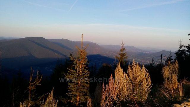 Ranní výhled z Lysé  hory, při východu slunce.