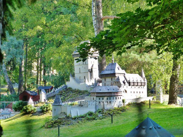 Mariánské Lázně - park Boheminium, miniatura hradu Karlštejna