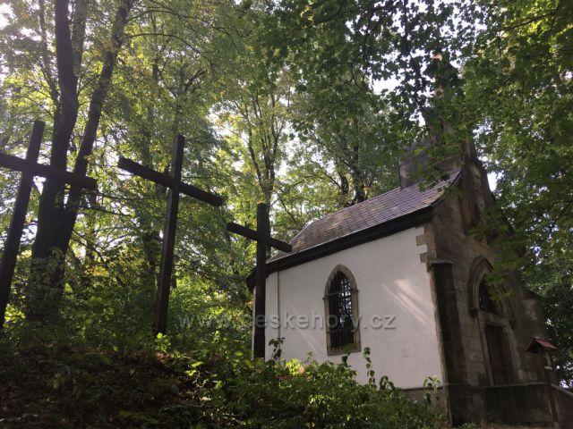 Kaplička a tři kříže