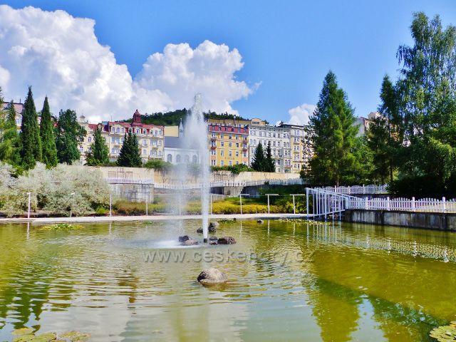 Mariánské Lázně - Velké jezírko s fontánou