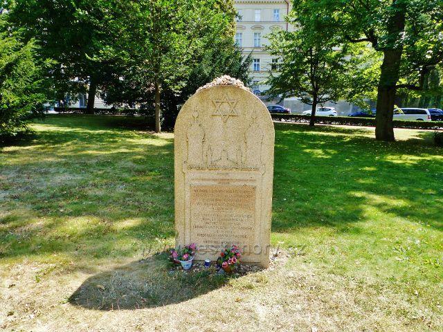 Mariánské Lázně - pomník bývalé synagogy v Parku Střed