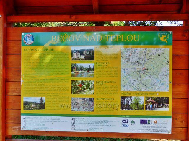 Bečov nad Teplou - informační tabule města před nádražím ČD