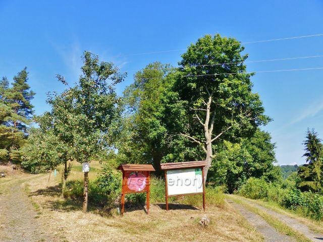 Bečov nad Teplou - rozcestí ulic Tepelské a Na Výšině, odkud vede cesta k Vyhlídce